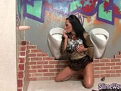 Glamour hottie fake cum bukkake shower
