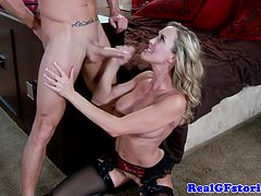 Real cougar wife squirted with cum